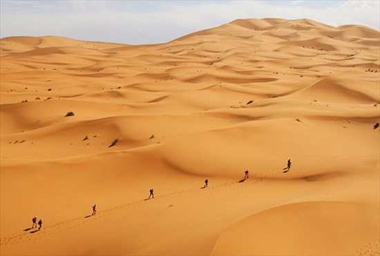 沙漠场景手绘图片
